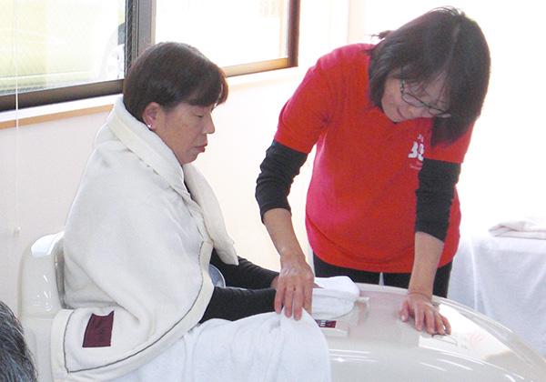光温熱の半身浴器(PDPハーフドーム)で体を温める